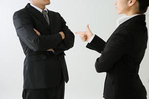 職場の上司や同僚と良い関係ができないのですがどうしたらいいでしょうか。